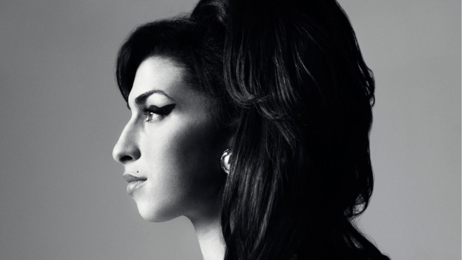 Noomi Rapace dans le rôle d'Amy Winehouse