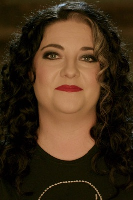 Télécharger Ashley McBryde évoque « American Scandal »